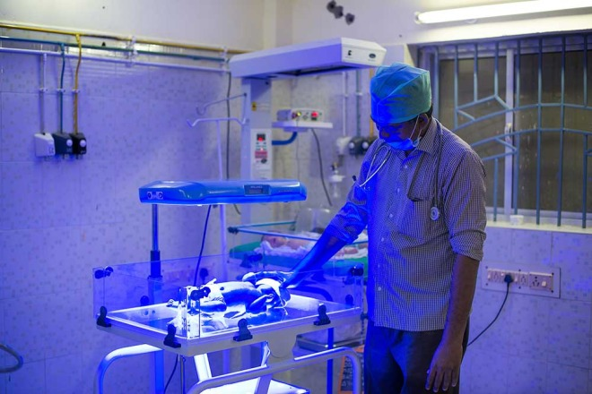 A doctor with the D-Rev Brilliance unit, photo from the D-Rev website.